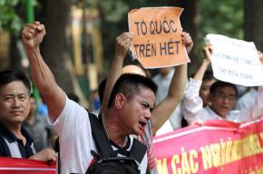 Người Hà Nội tham gia tuần hành yêu nước, phản đối Trung Quốc