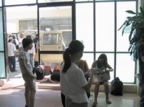 Sáng 17/8/2005, hầu hết hành khách trong chuyến bay từ Cam Ranh-TP.HCM đều phải trở lại Nha Trang để đợi chuyến bay vào buổi chiều vì Hàng không VN đã không thông báo trước và cũng chẳng bồi thường