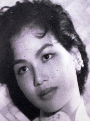 Hoa hậu đầu tiên của Việt Nam Công Thị Nghĩa (tức tiến sĩ sử học Thu Trang về sau)