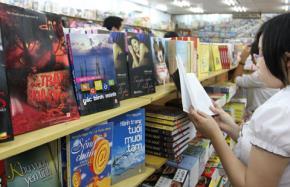 """Văn chương Việt hết năm 2010, một thập kỷ vẫn... """"chờ"""" thành tựu"""