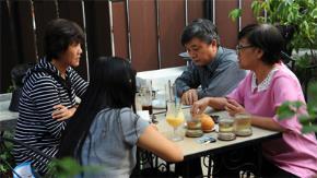 Bàn tròn cuối năm: tiến sĩ Nguyễn Thị Hậu, luật sư Trương Trọng Nghĩa, nhà báo Nguyễn Thế Thanh (từ trái sang) - Ảnh: Tự Trung