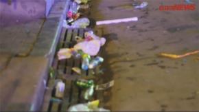 Phố đi bộ Hà Nội ngập rác sau lễ hội chào năm mới 2018. Ảnh: VTC News