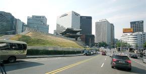 Đông Tây kết hợp, điều thường thấy ở thủ đô Hàn Quốc. Ảnh: CTV