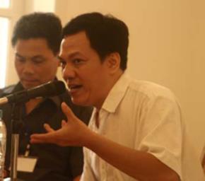 Dịch giả Trần Tiễn Cao Đăng trong buổi giới thiệu hai cuốn tiểu thuyết