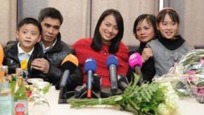 Niềm vui của gia đình ông Nguyễn khi trở lại nước Đức. Foto: ndr.de