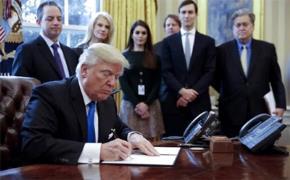 Tổng thống Mỹ Donald Trump ký ban hành sắc lệnh hạn chế nhập cư hôm 27/1/2017