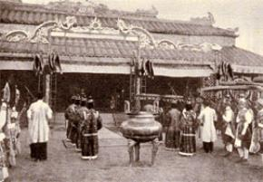 """Thói hư tật xấu của người Việt: Trọng mê tín- xem nhẹ trách nhiệm, ham hội hè, """"thần mãn"""""""