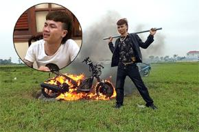 Khá Bảnh tung clip đốt xe máy