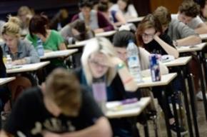 Học sinh trung học phổ thông ở Pháp phải thi tốt nghiệp môn triết học.