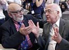 Hai nhà khoa học Peter Higgs (phải) và Francois Englert (trái) đã trở thành chủ nhân giải Nobel vật lý 2013