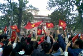 Biểu tình trước ĐSQTQ tại Hà Nội