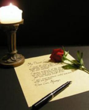 Lá thư đong đầy tình cảm là quà tặng vô giá cho hai trái tim đang yêu.