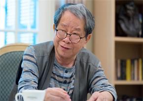 Tác giả bài nói chuyện nhà nghiên cứu Nguyễn Trần Bạt. Ảnh: Báo Nông Nghiệp