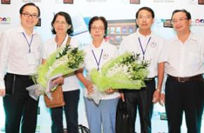 """Anh Trần Đăng Khoa (bìa trái) trong buổi họp báo ra mắt dự án """"Thư viện thông minh - Trí tuệ ngày mai"""" do Samsung Vina tổ chức - Ảnh: Nguyễn Tú"""