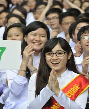 Các học sinh Trường THPT Marie Curie, Q.3, TP.HCM tại lễ khai giảng sáng 5-9  - Ảnh: Minh Đức