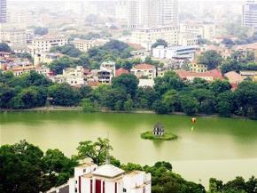 """""""Dù có đi bốn phương trời, lòng vẫn nhớ về Hà Nội. Hà Nội của ta, Thủ đô yêu dấu. Một thời đạn bom, một thời hòa bình"""". Tình yêu Thăng Long - Hà Nội hôm qua và hôm nay luôn vẹn nguyên trong triệu trái tim người dân đất Việt."""