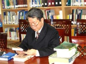"""Ông Nguyễn Trần Bạt: ...""""Lời khuyên của tôi là: đọc, nghe và nhìn càng nhiều càng tốt!""""..."""