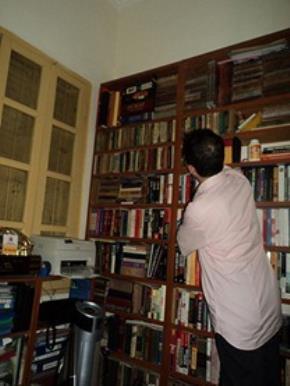 """Một """"con mọt sách"""" (ảnh minh hoạ). Ảnh: H.L.Q"""