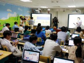 Sở GD-ĐT TP.HCM đang chuẩn bị bắt phụ huynh mua hơn 300.000 máy tính bảng cho học sinh các lớp 1 - 3, âu cũng là sự thay đổi của công nghệ trước sau gì cũng phải tính. Nhưng từ chiếc bảng con đến máy tính bảng có phải là sự tiến bộ hay không vẫn là vấn đề