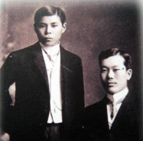 Cường Để (trái) và cụ Phan Bội Châu