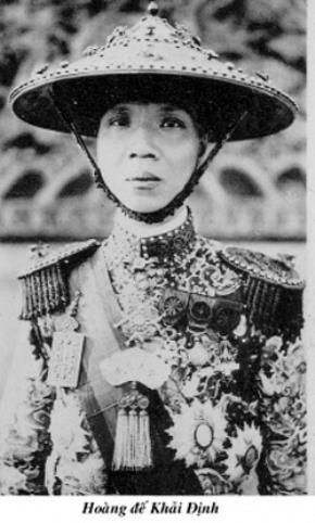 Hoàng đế Khải Định trước con mắt của thần dân Phạm Quỳnh