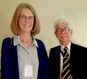 TS. Nguyễn Bá Trinh chụp chung với GS, triết gia Patrica Hanna, trường Utah, Hoa Kỳ