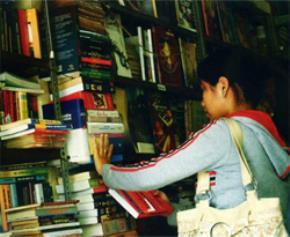 Sống giữa sách