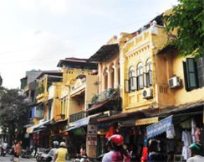 Những ngôi nhà cổ trên phố Hàng Đào. Ảnh: Viết Thành