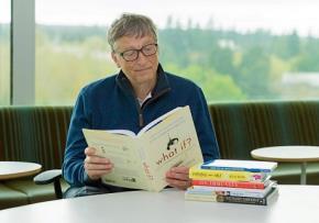 Người giàu đọc sách, người nghèo nghịch điện thoại