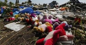 Hiện trường tai nạn máy bay Malaysia ở miền Đông Ukraine. Ảnh Reuters