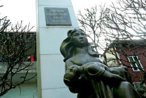 Tượng đài Khâm Thiên