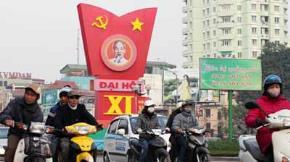 Một panô chào mừng Đại hội Đảng toàn quốc lần thứ XI trên đường Nguyễn Chí Thanh, Hà Nội - Ảnh: Việt Dũng, Báo Tuổi trẻ