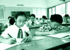 Giờ học của học sinh Trường Tiểu học bán công Tràng An