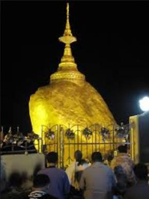 Ở độ cao trên 1.100 m, Chùa Hòn Đá Vàng cũng là nơi rất linh thiêng và huyền bí của người dân Myanmar. Tương truyền nơi đây đang lưu giữ một sợi tóc của Đức Phật. Hòn Đá Vàng nằm chênh vênh ngay trên đỉnh núi với phần tiếp xúc rất nhỏ còn được gọi với cái