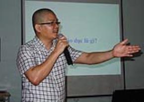 """TS Giáp Văn Dương tại buổi seminar """"Con người tự do - mục tiêu của giáo dục"""""""