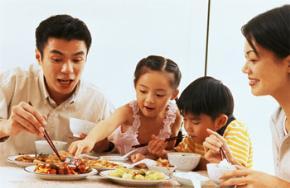 Đằng sau sự vắng dần bữa cơm gia đình