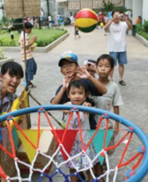 Trẻ thành thị có vô cảm với láng giềng?
