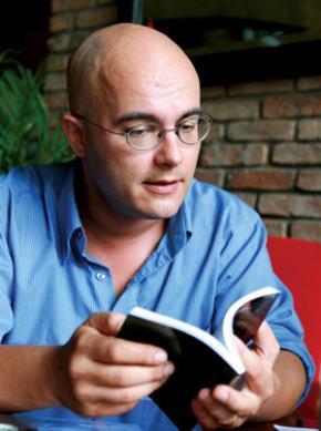Christophe Dallot mất hơn chục năm ở Việt Nam để quan sát, tìm hiểu, để sống cùng, chỉ để viết một truyện ngắn, giải thích cho những thắc mắc chưa có câu trả lời