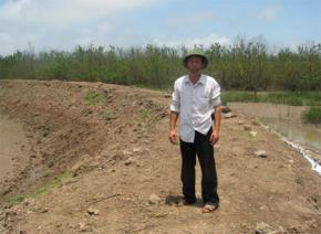 """Tết năm 1994,người cao tuổi nhất xã Vinh Quang đã đem pháo ra cống Rộc đốt và nói: """"Việc làm của anh Vươn đã làm thay đổi cuộc sống của người dân Vinh Quang. Con cháu chúng tôi sẽ phải ghi nhớ công ơn này. Và nếu được, tôi đề nghị phải đắp tượng anh"""""""