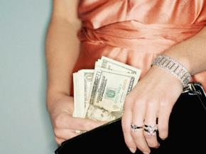 Có tiền, hạnh phúc… vơi một nửa