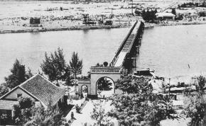 Cầu Hiền Lương (vĩ tuyến 17) thuộc Quảng Trị từng là ranh giới quân sự tạm thời giữa miền nam - bắc Việt Nam. Ảnh: TL