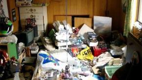Bên trong căn phòng của một hikikomori. Ở Nhật Bản, hikikomori là từ để chỉ thanh niên sống cuộc sống ẩn dật, lánh xa đời sống xung quanh.