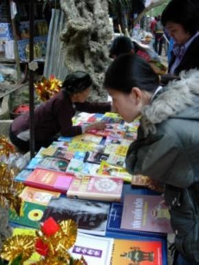Thói hư tật xấu của người Việt: Tính toán thiển cận, mê tín gây lãng phí, không chuyên nhất, dễ dãi tiếp nhận