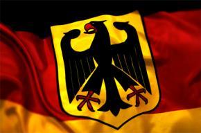 Đại bàng trên quốc huy Đức có màu tương tự màu quốc kỳ Đức: vuốt đỏ, mắt đỏ, 2 cánh dang rộng trên nền vàng. Chim đại bàng - loài chúa tể bầu trời là biểu tượng cho sức mạnh, dũng khí, tầm nhìn xa, mặt trời và sự bất tử.