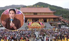 """Bà Yến là người luôn rao giảng về """"vong báo oán"""" tại chùa Ba Vàng và được coi là người có """"quyền năng bắt ma"""", cúng oan gia trái chủ tại đây"""