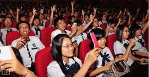 Đất nước phát triển, dân trí ngày càng cao, nhất là lớp thanh niên hiện nay - Ảnh: TNM