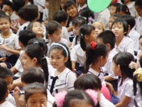 """Trẻ em Việt Nam  thành """"người nước ngoài""""?"""