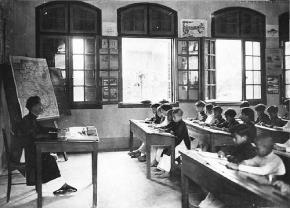 Lớp học thời trước Cách mạng tháng Tám