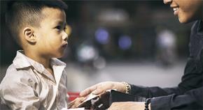 Tâm hồn cao thượng bên trong một đứa trẻ nghèo