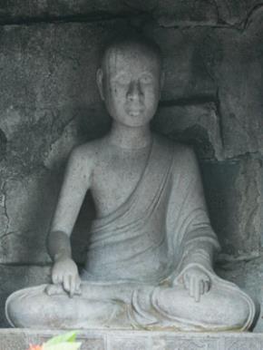 Tượng Trần Nhân Tông tại Tháp tổ Huệ Quang
